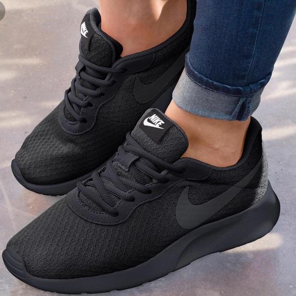 Nike Womens Tanjun Sneakers Shoes Black